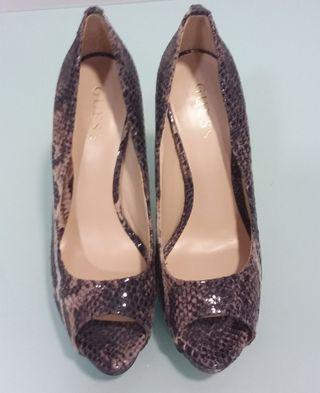 Zapatos salón animal Print Guess