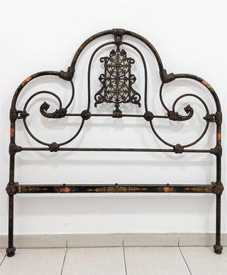 Antiguos cabeceros cama en hierro fundición