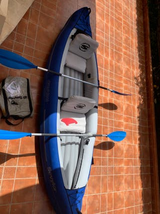 Kayak-canoa hinchable de travesía con remos