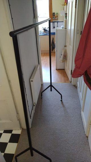 Adjustable size clothe rack