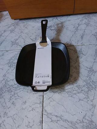 Sarten de hierro fundido con mango y asadera negra