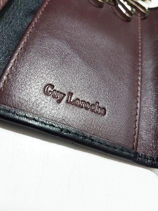 Guy Laroche/ LLavero plano de hombre cuero genuino
