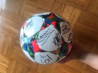 Balon Champions firmado por jugadores Athletic