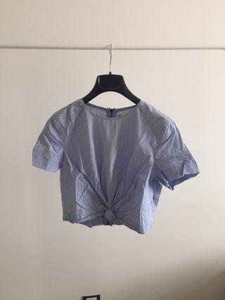 Camisa con nudo delantero