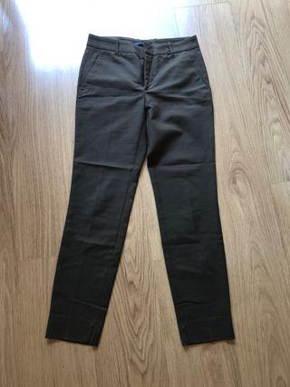 Pantalones en color verde oscuro