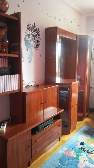 Mueble en color avellana.