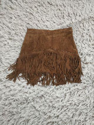 Falda de flecos y piel de Zara