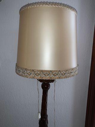 Lámpara de pie de madera. Restauración.
