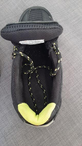 Zapato de seguridad Trailnegro 39 Bellota