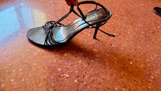 Sandalias negras de tiras