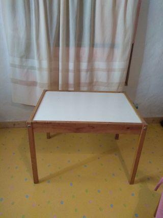 Mesa y 2 sillas infantil