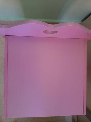 Armario rosa de madera