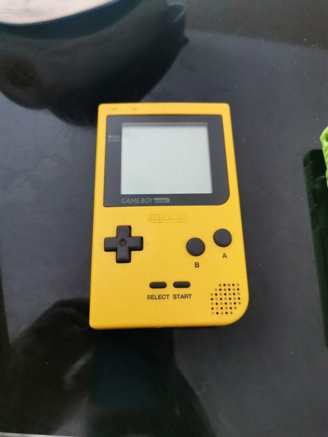 Game boy color 2 . Game boy pocket 1. Jeux
