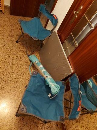 mesa sillas y sombrilla