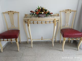 Recibidor antiguo con sillas. Años 60.