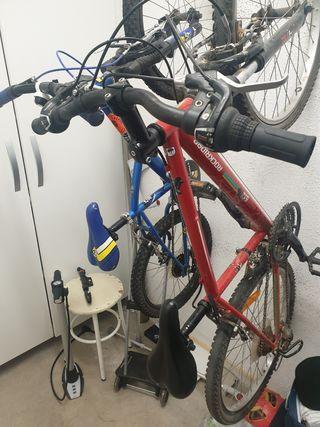 Bicicletas roja y azul