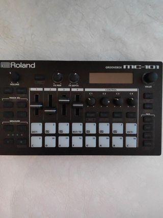 Roland MC-101 Semi Nuevo.