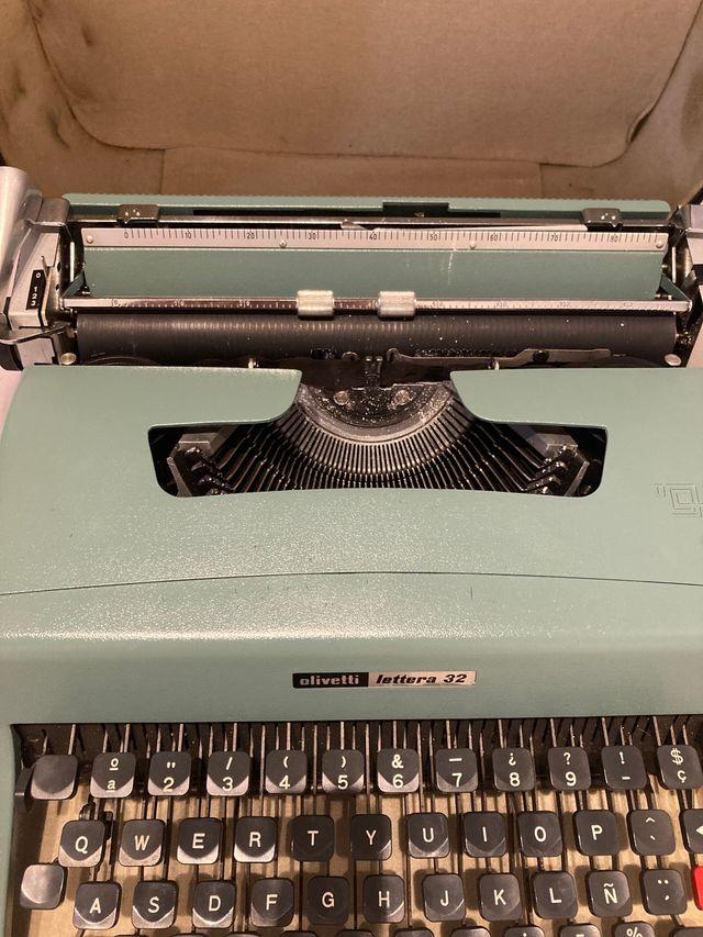 Maquina de escribir olivetti