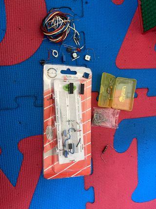 Placa protoboard y componentes electronicos
