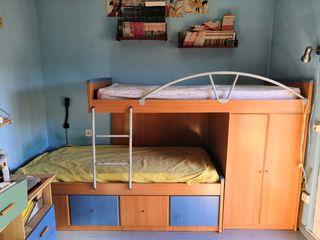 Litera con dos camas y armario