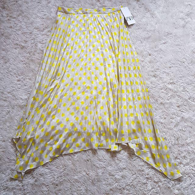 Falda plisada lunares amarillos Zara