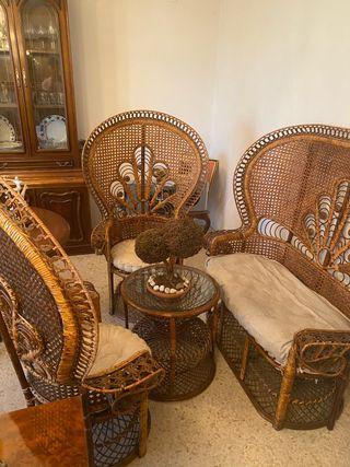 Sofá y mesa de mimbre