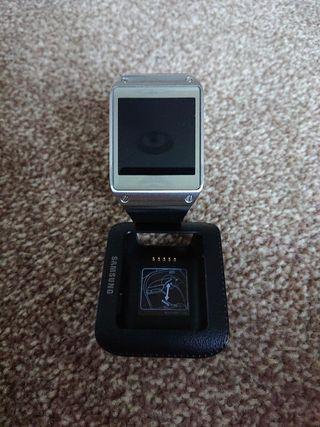Samsung galaxy gear + charging cradle
