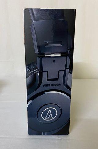Auriculares Audio-Technica M30x color negro nuevos