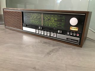 Radio antigua Loewe R144 como nueva