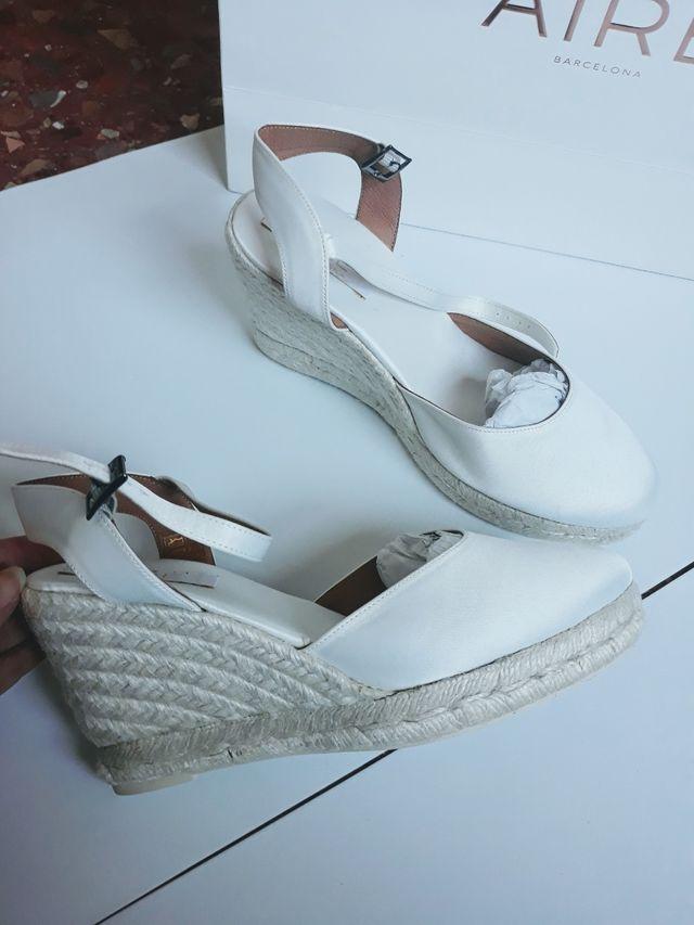 Zapatos nuevos novia cuña y raso Aire Barcelona