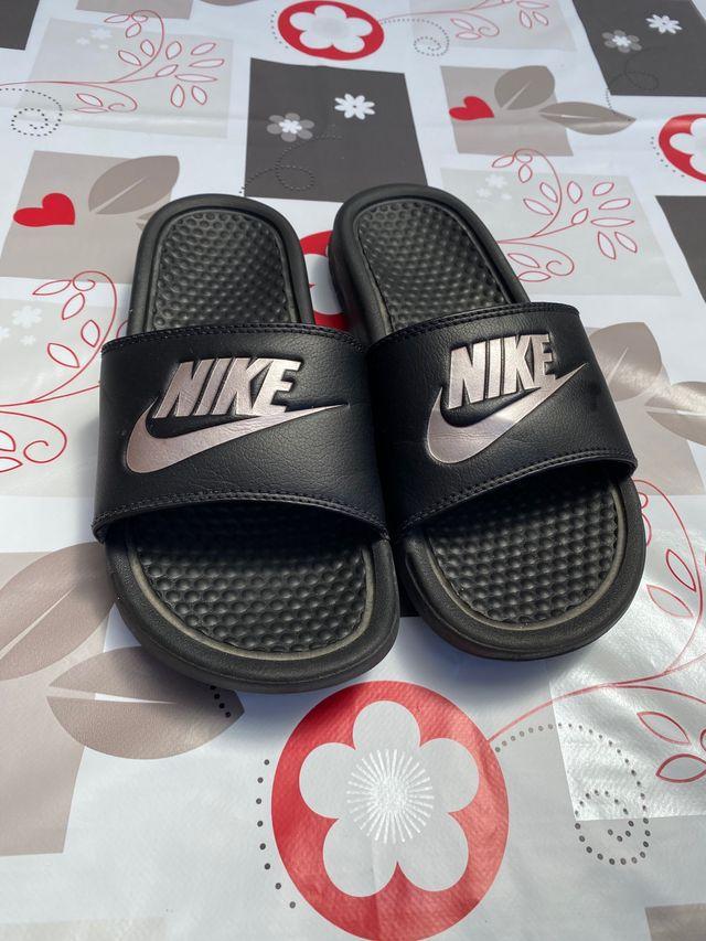 lanzamiento blanco Pino  Chanclas Nike Mujer Originales de segunda mano por 12 € en Las Gabias en  WALLAPOP