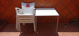 sillas y mesa.