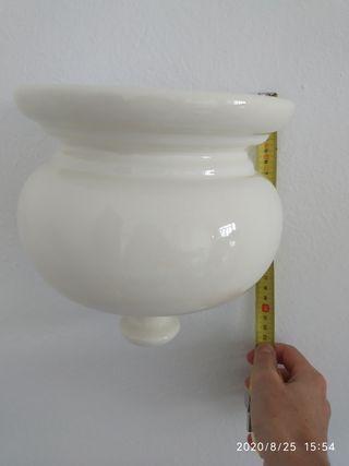 Dos jardineras de porcelana