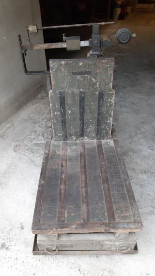 Báscula antigua Pibernat