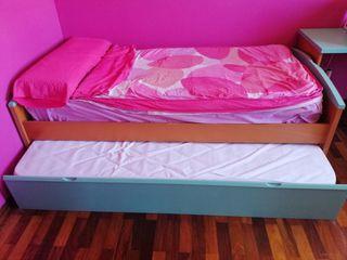 Habitacion juvenil con 2 colchones y escritorio