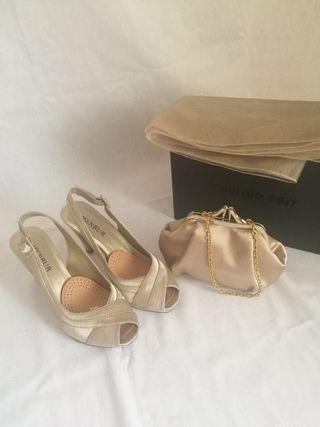 sandalias de fiesta, bolso y fular dorado