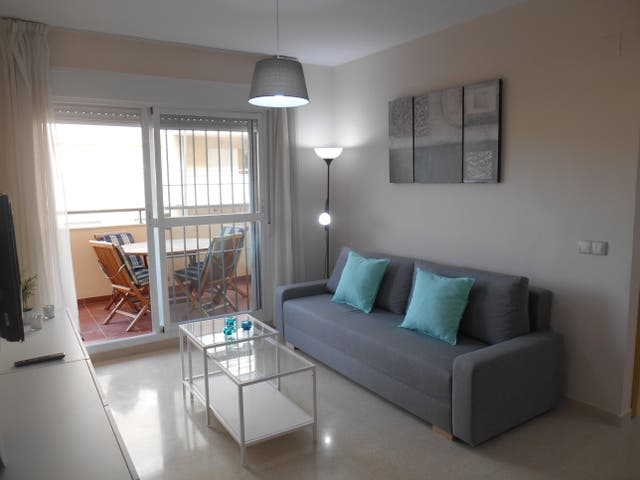 Amplio apartamento amoblado en Torrox (Torrox, Málaga)