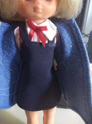 Lesly colegiala con abrigo