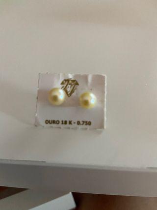 Pendientes bebé oro 18 kilates y perla de 0,4 mm.