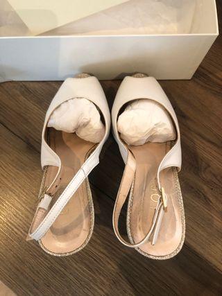 Zapatos blancos novia