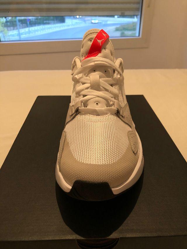 Zapatillas Jordan Cadence en perfecto estado