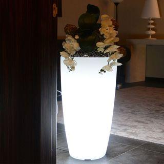 Maceteros en polietileno con iluminacion
