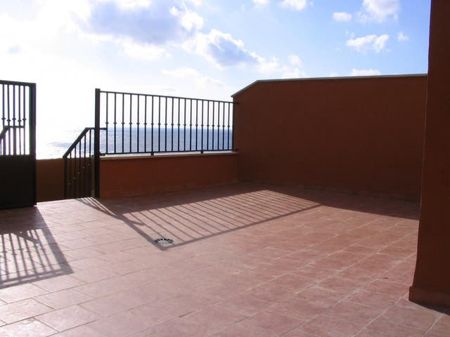 Casa con terreno y vistas al mar (Benajarafe, Málaga)