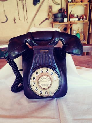 Antiguo teléfono de baquelita.