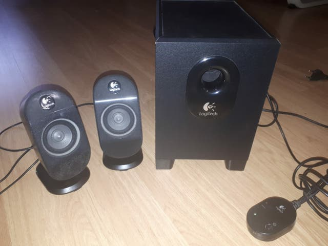 Logitech teclado +ratón +equipo sonido.