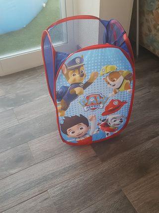 cesta de juguetes