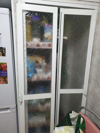 puertas de almacenaje o alacena