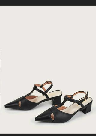 Point toe chunky shoes