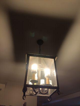 Lámpara de forja y cristal