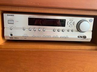 Home cinema. Amplificador ONKYO y altavoces JBL
